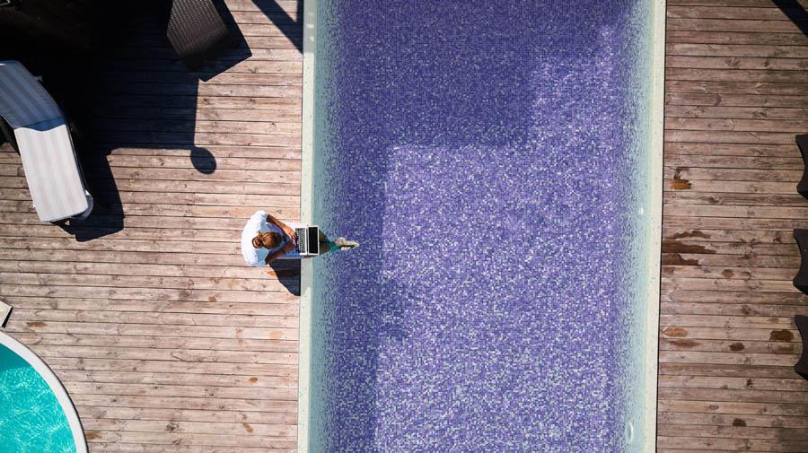 les nouvelles teintes de mosaïques pour piscines et spas