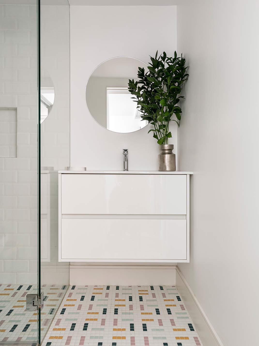 Proyecto-hisbalit-MOTEL | Baño-uno de los dos banos del apartamento 1