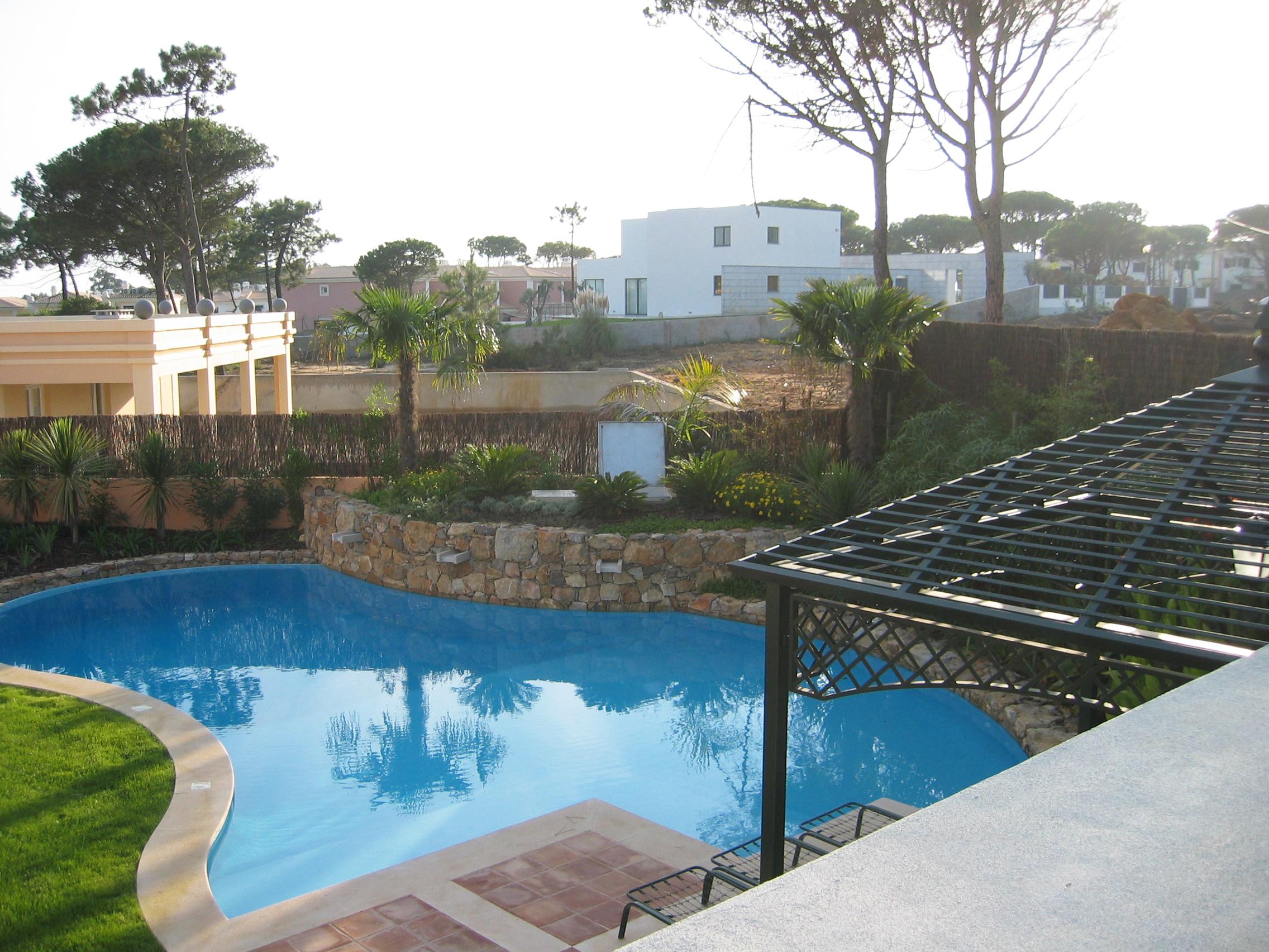 piscina azul deva